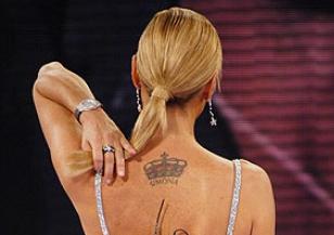 tatuaggio_di_simona_ventura