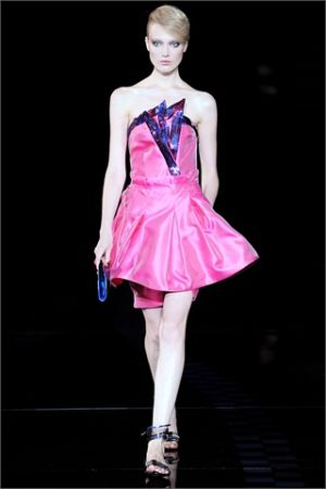 vestito-rosa-simona-ventura-isola